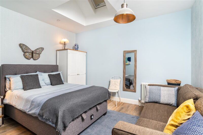 Warm and cost apartment in Edinburgh